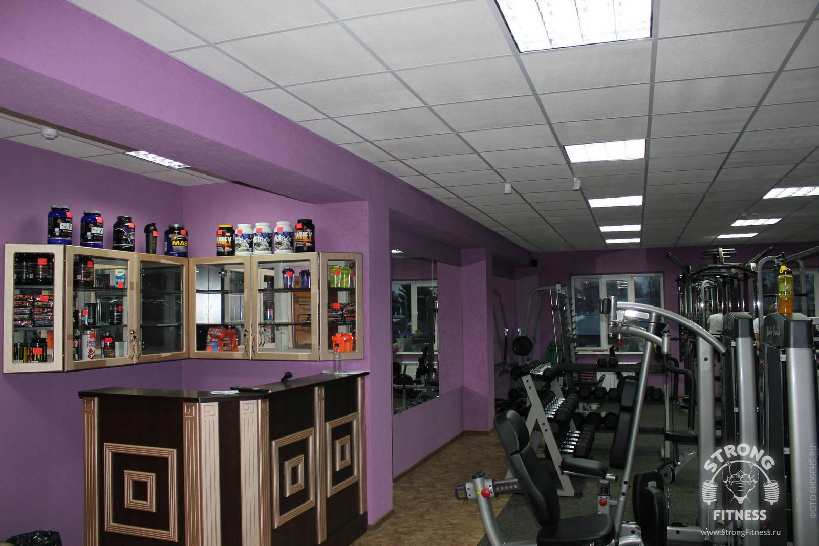 Фотографии ресепшена тренажерного зала